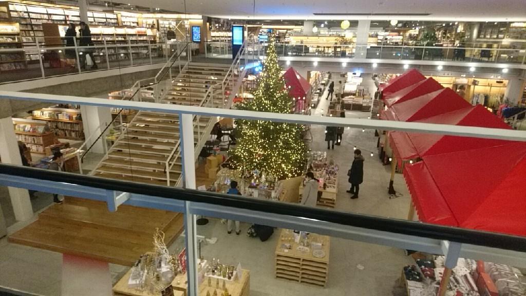 函館蔦屋書店にて。いか姫カレンダーは、壁側へ移設。残りわずか_b0106766_20592511.jpg