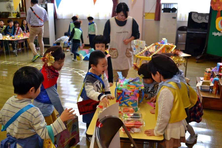 今日は第一幼稚園の「ごっこ遊び」でした_d0353789_14592581.jpg