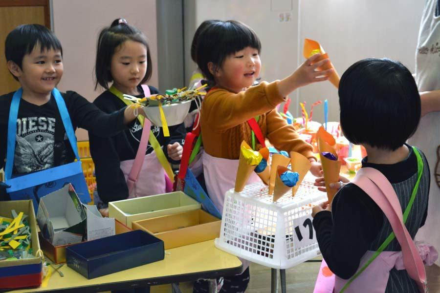 今日は第一幼稚園の「ごっこ遊び」でした_d0353789_14595312.jpg