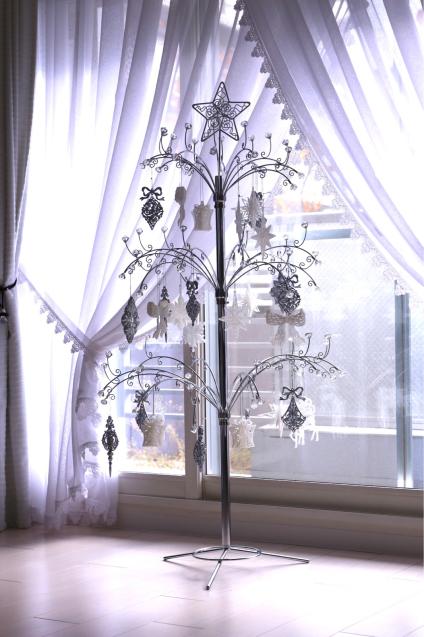 クリスマスツリー登場_e0059896_12390802.jpg