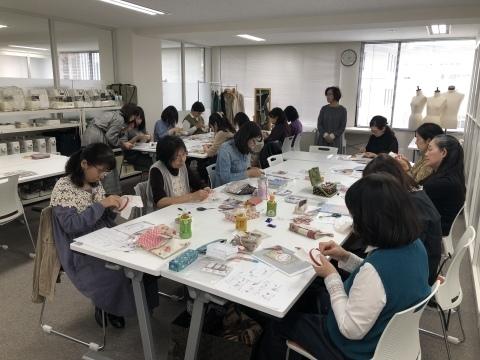 ご参加くださった皆さま どうもありがとうございました「しあわせのリボン刺しゅう」出版記念1Dayレッスン 《しあわせを招くドアプレート》@ヴォーグ学園東京校_a0157409_10584517.jpeg