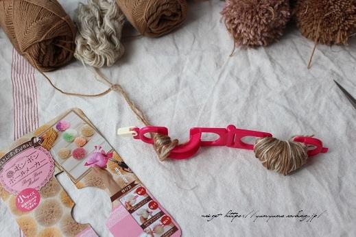 毛糸消費目的で量産したポンポンで手作りのクリスマスツリーに♪(作り方紹介中)_f0023333_22584023.jpg