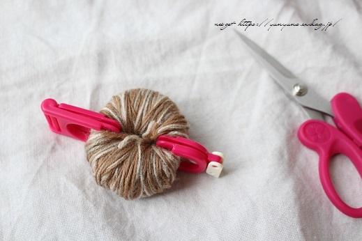 毛糸消費目的で量産したポンポンで手作りのクリスマスツリーに♪(作り方紹介中)_f0023333_22584766.jpg