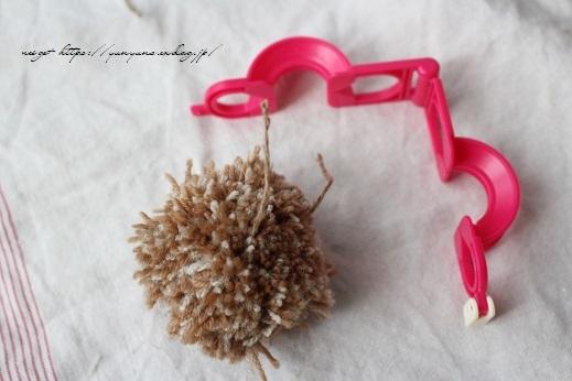 毛糸消費目的で量産したポンポンで手作りのクリスマスツリーに♪(作り方紹介中)_f0023333_22585615.jpg