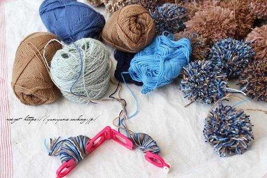 毛糸消費目的で量産したポンポンで手作りのクリスマスツリーに♪(作り方紹介中)_f0023333_22590063.jpg