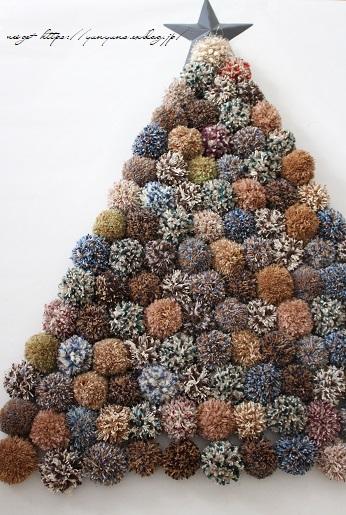 毛糸消費目的で量産したポンポンで手作りのクリスマスツリーに♪(作り方紹介中)_f0023333_23000765.jpg