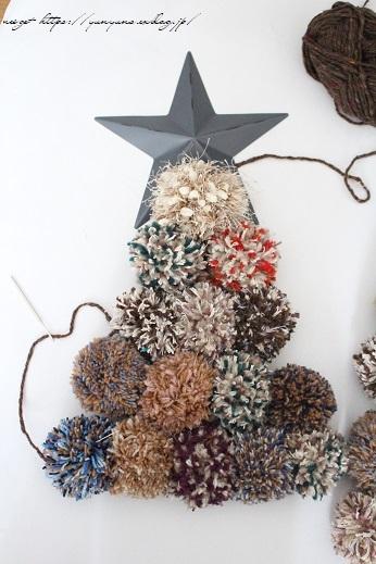 毛糸消費目的で量産したポンポンで手作りのクリスマスツリーに♪(作り方紹介中)_f0023333_23003011.jpg