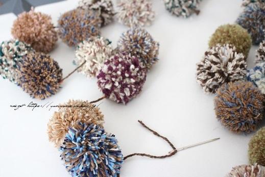 毛糸消費目的で量産したポンポンで手作りのクリスマスツリーに♪(作り方紹介中)_f0023333_23003220.jpg