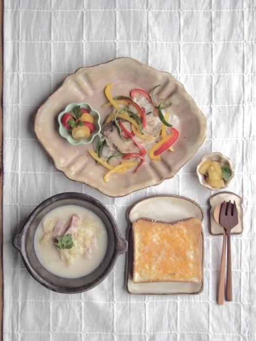 チーズトーストの朝ごはん_b0277136_08245371.jpeg