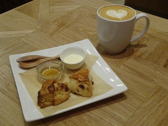 FEBRUARY CAFEさんでスコーンセット_e0230011_16222654.jpg