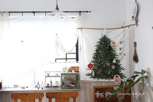 2018クリスマスは『手作りのウォールツリー』をリビングインテリアに♪_f0023333_20582471.jpg