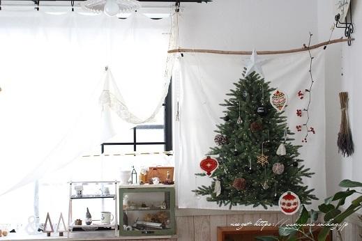 2018クリスマスは『手作りのウォールツリー』をリビングインテリアに♪_f0023333_20584546.jpg