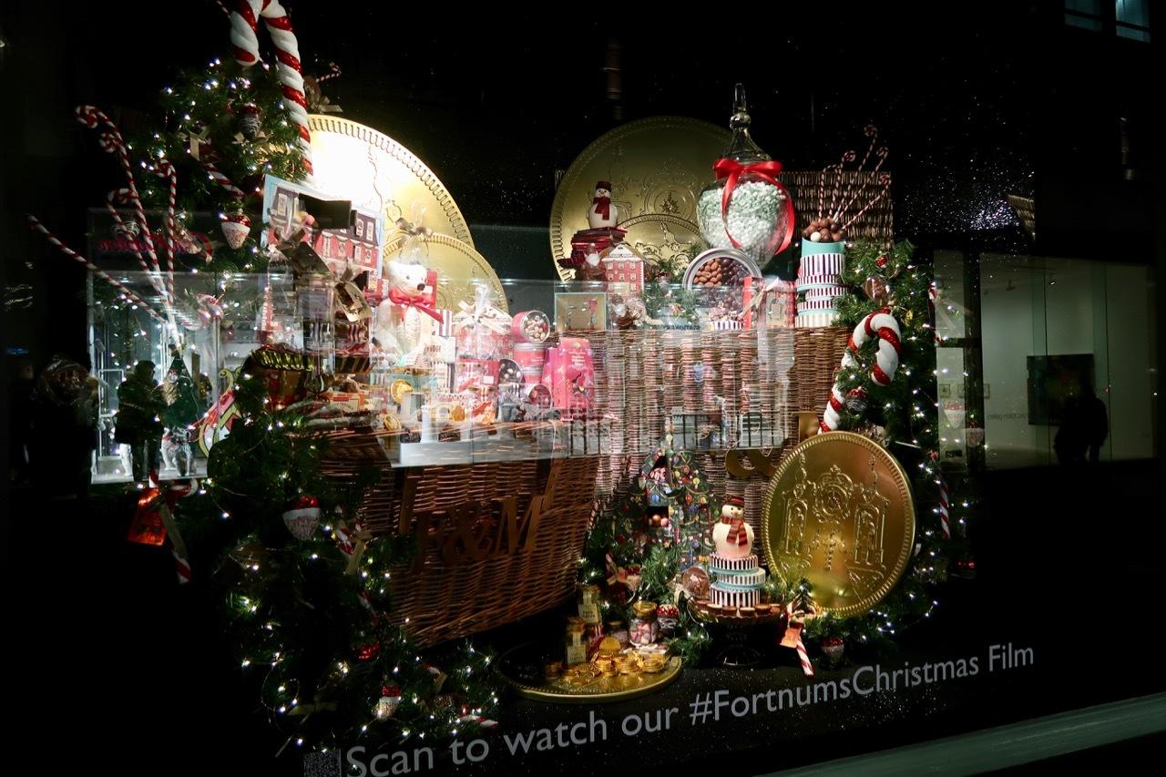 フォトナム&メイソンのクリスマスウィンドーディスプレイ_f0380234_19345521.jpg