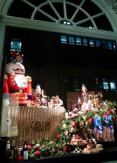 フォトナム&メイソンのクリスマスウィンドーディスプレイ_f0380234_19350462.jpg