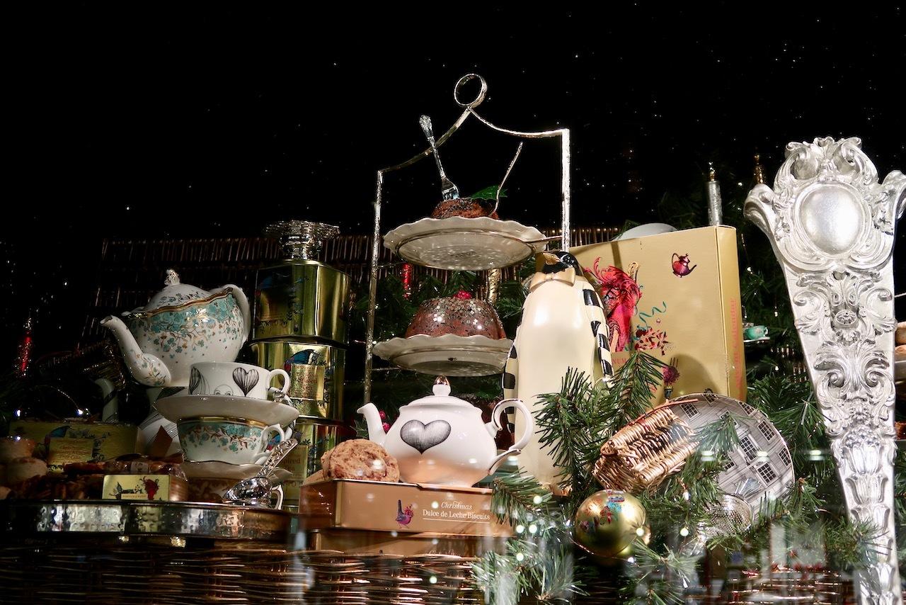 フォトナム&メイソンのクリスマスウィンドーディスプレイ_f0380234_19470184.jpg