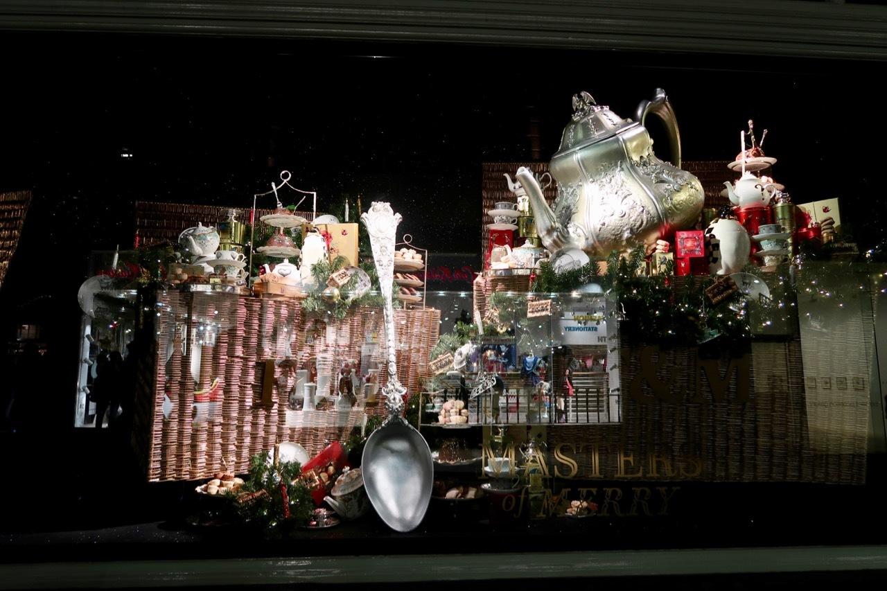 フォトナム&メイソンのクリスマスウィンドーディスプレイ_f0380234_19471144.jpg