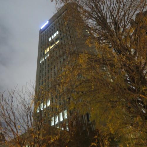 御茶ノ水 ホテル ジュラク「あけびの実」の夕食後、界隈を散歩_c0075701_22454612.jpg