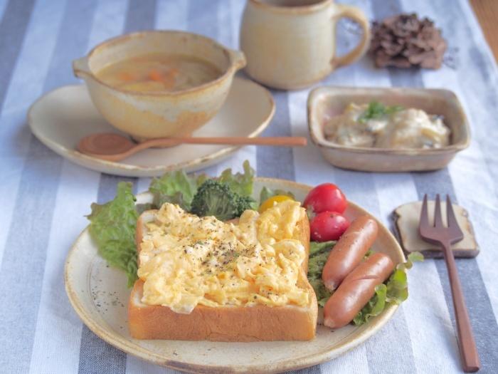 スクランブルエッグトーストの朝ごはん_b0277136_08395110.jpeg