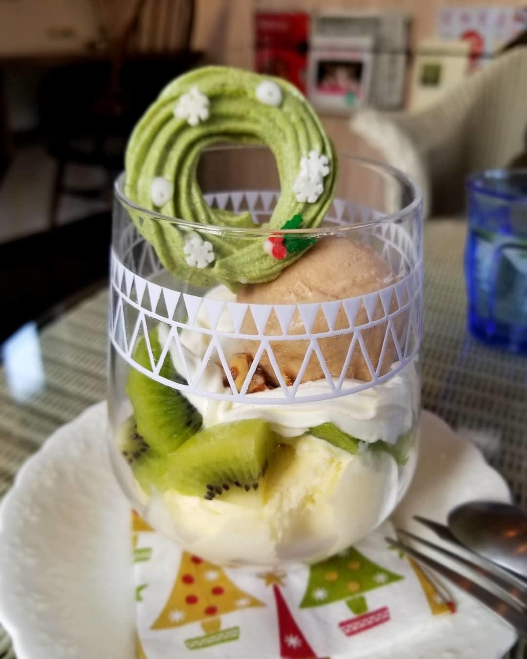Cafe Patra/カフェ・パトラ * 12月・ドライフルーツとキウイのパフェ♪_f0236260_01162785.jpg