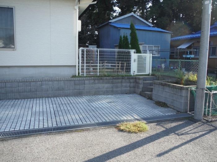 駐車場を少し広げたいんです。 ~ 花壇と階段を撤去_d0165368_04220166.jpg