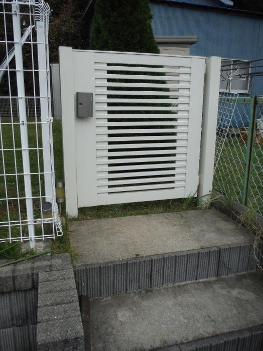 駐車場を少し広げたいんです。 ~ 花壇と階段を撤去_d0165368_04223577.jpg