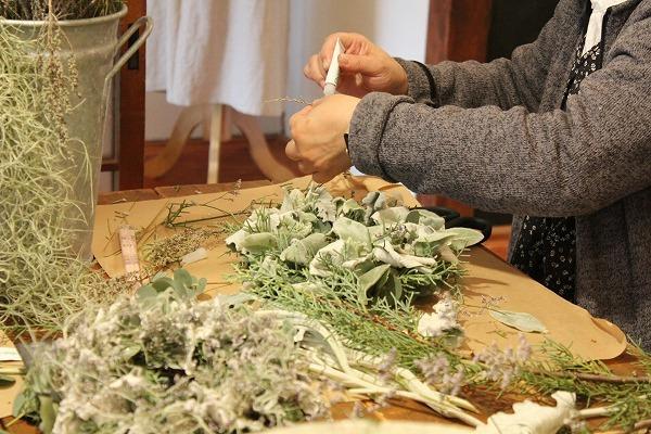 第16回 にのはこ時間 『シルバーリーフを集めた冬の white wreath 』joie.m_f0162302_21304624.jpg