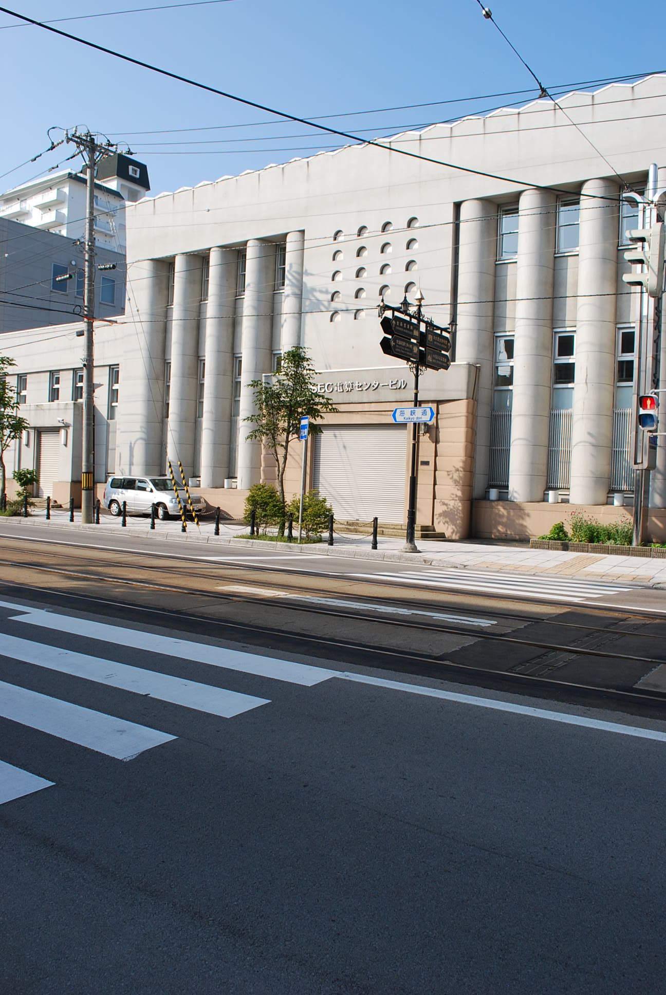 函館末広町の旧百十三銀行本店(建築家・関根要太郎函館作品再訪、その4)_f0142606_22442332.jpg