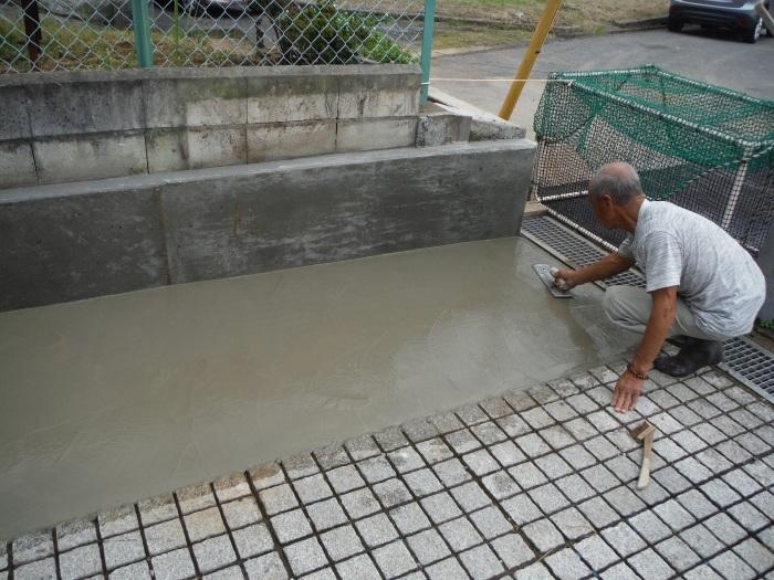 駐車場を少し広げたいんです。 ~ 土間打ちして工事終了です。_d0165368_04185145.jpg