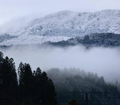 国道9号線から見える村岡の山々......スキー場の場所が....._b0194185_20563326.jpg
