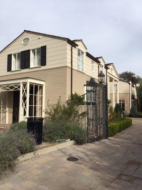 デカンソガーデンのBuddy House_e0350971_05064526.jpg