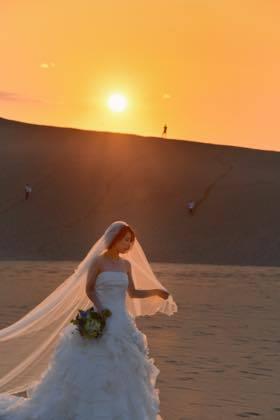 Yさんは先日仕上がったアルバムを取りに来られた新婚さん......_b0194185_21042262.jpg