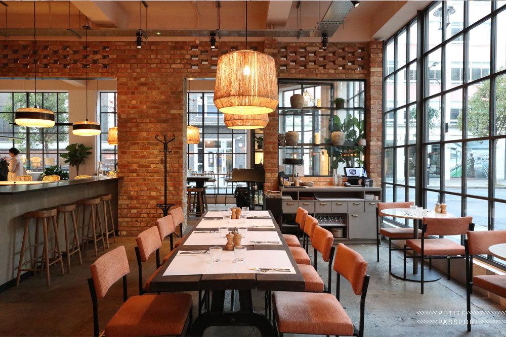 ロンドンの若者に人気のカジュアルレストラン キャラバン_f0380234_04553559.jpg