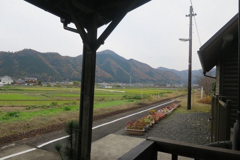 隼駅_f0202151_22434475.jpg
