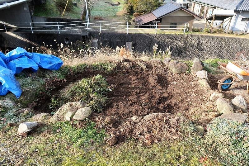 堆肥熟成とブルーベリーの越冬_f0076731_13534615.jpg