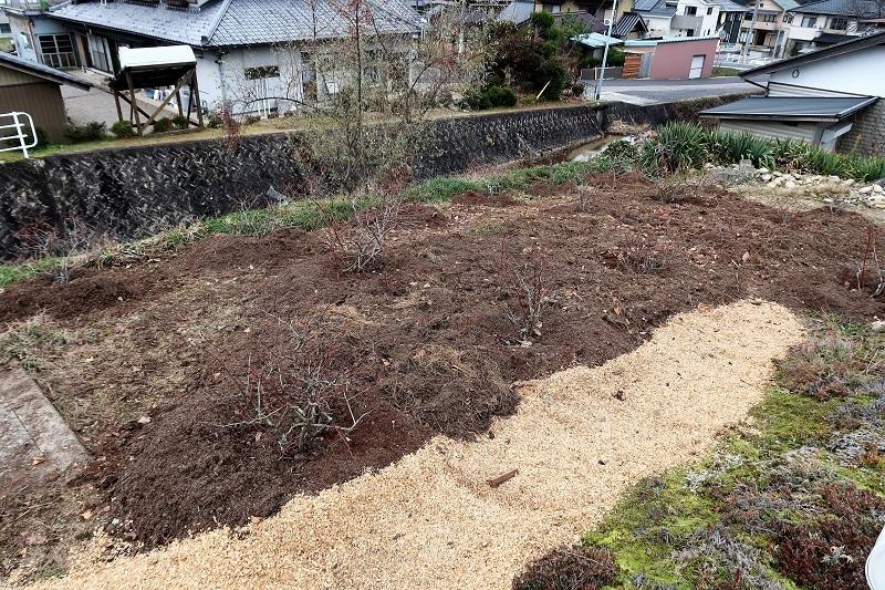 堆肥熟成とブルーベリーの越冬_f0076731_17332171.jpg