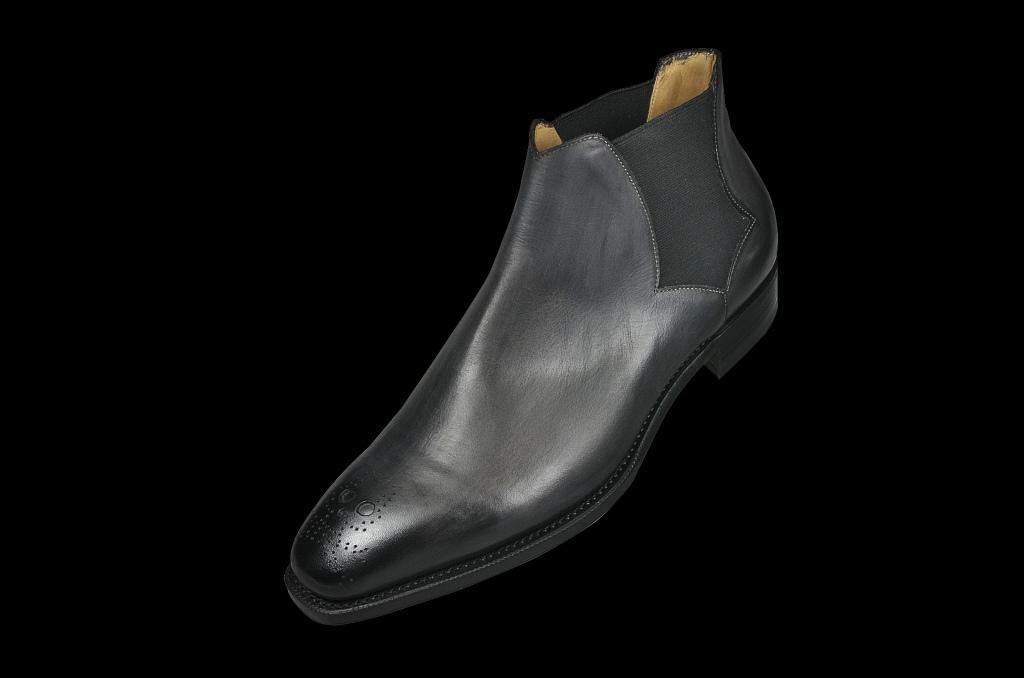コラム『グレーのススメ~黒靴派要注目!』_b0365069_18360704.jpg