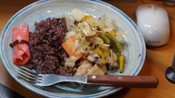 夕飯は手羽の野菜炒め_e0166355_19420544.jpg