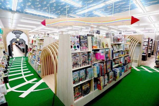 WAY書店TSUATAYA御所店施工させていただきました!_f0300358_18264817.jpg