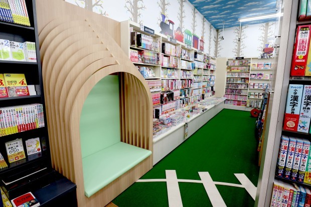 WAY書店TSUATAYA御所店施工させていただきました!_f0300358_18293438.jpg