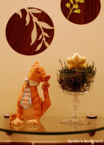 クリスマススワッグと猫柄ラッピングペーパー(と猫)_b0253205_07532153.jpg