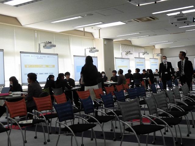 「紙のアートミュージアム事業」は市内企業をスポンサーに! 高校生のアイデア・提案が新鮮だった富士市立高校での議会報告会_f0141310_07401100.jpg
