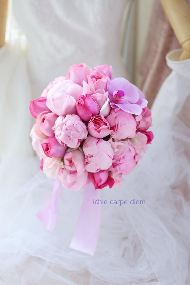 12月、芍薬のブーケ アニヴェルセルみなとみらいの花嫁様へ 心揺さぶるブーケを、一生記憶に残るブーケを。_a0042928_19073483.jpg