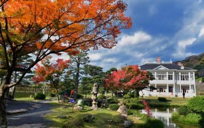 天気にも恵まれ仁風閣庭園の紅葉もまだ残ってました......._b0194185_19434015.jpg