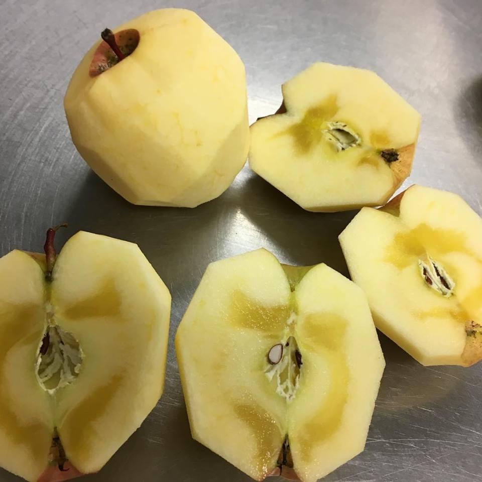 今週のアップルデニッシュ、青森県産りんごです_c0172969_12070035.jpg
