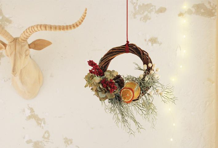 100均の造花だけで「クリスマスリース」を簡単DIY_d0351435_17375920.jpg