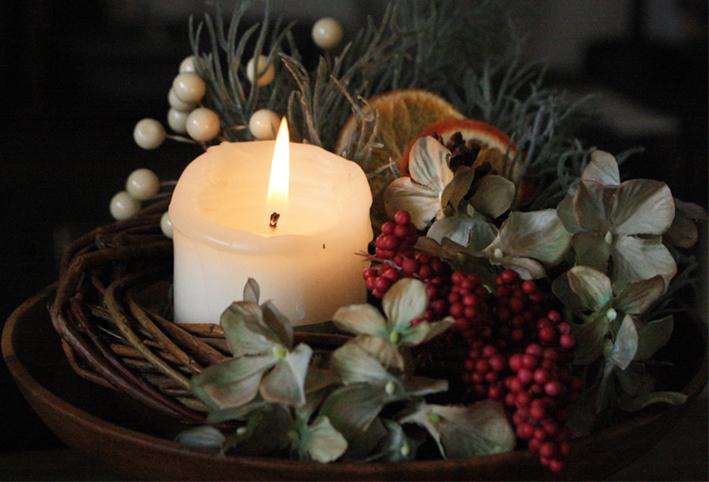 100均の造花だけで「クリスマスリース」を簡単DIY_d0351435_17474375.jpg