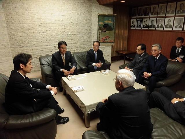 富士市の偉人の生涯を描いた大河小説「開成をつくった男、佐野鼎」を開成中・高校OBの皆様から贈呈_f0141310_08053487.jpg