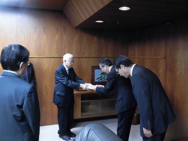 富士市の偉人の生涯を描いた大河小説「開成をつくった男、佐野鼎」を開成中・高校OBの皆様から贈呈_f0141310_08062961.jpg