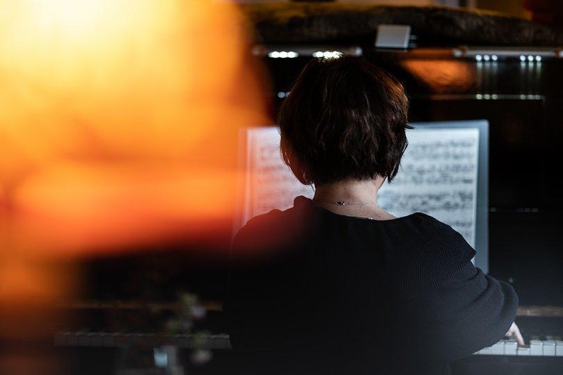ピアノに聴き入る光蜥蜴_d0353489_22035736.jpg