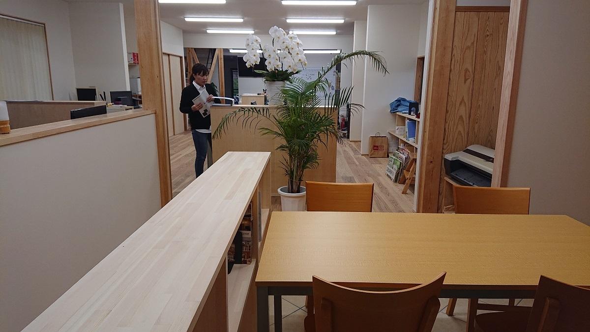 隣の机が散らかっていたら注意してあげよう。_f0276695_17142735.jpg